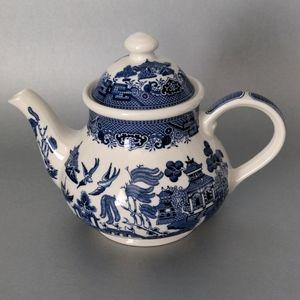 Vintage Churchill Blue Willow Teapot.